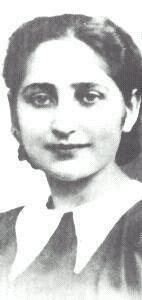 Olga Bancic, décapitée à 32 ans le jour de son anniversaire par les nazis à Stuttgart après avoir été traînée de prison en prison, torturée. Elle était juive, née en Bessarabie, étudiante à Paris. Ce fut elle qui amena les armes au groupe qui attaqua un autobus allemand à Clichy. Elle était mariée à Alexandre Jar, un des responsables des FTP-MOI.