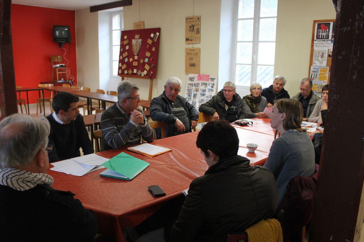 Samedi 17 décembre: Conférence de presse des 3 sections PCF de Morlaix, de Roscoff, de Lanmeur sur la campagne des présidentielles et des législatives dans la IVe circonscription (photos Jean-Luc le Calvez)