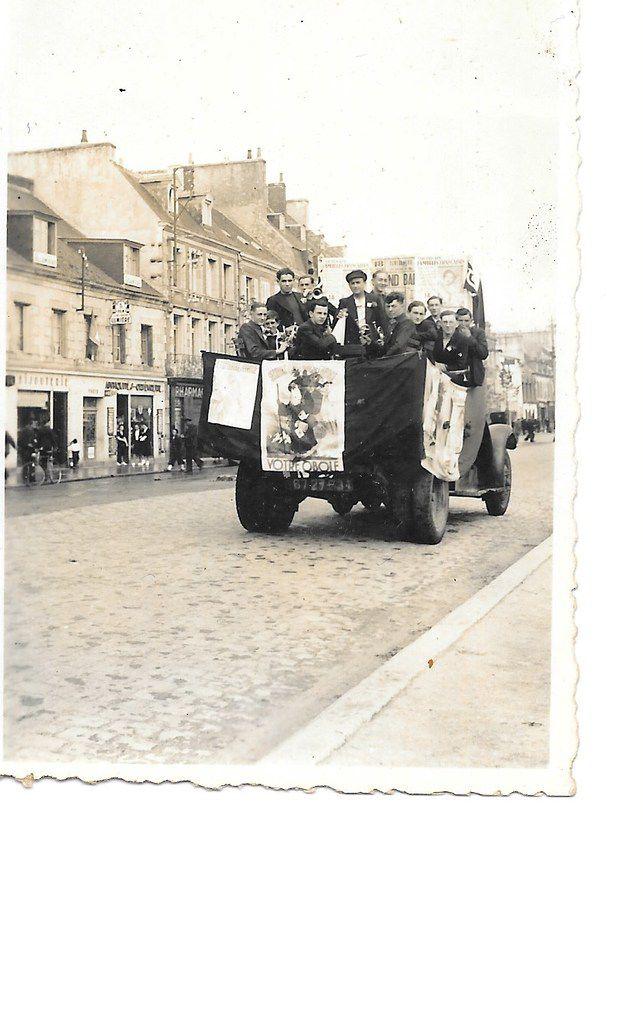 Jeunes communistes après la Libération de Concarneau (archives Pierre Le Rose - PCF 29)