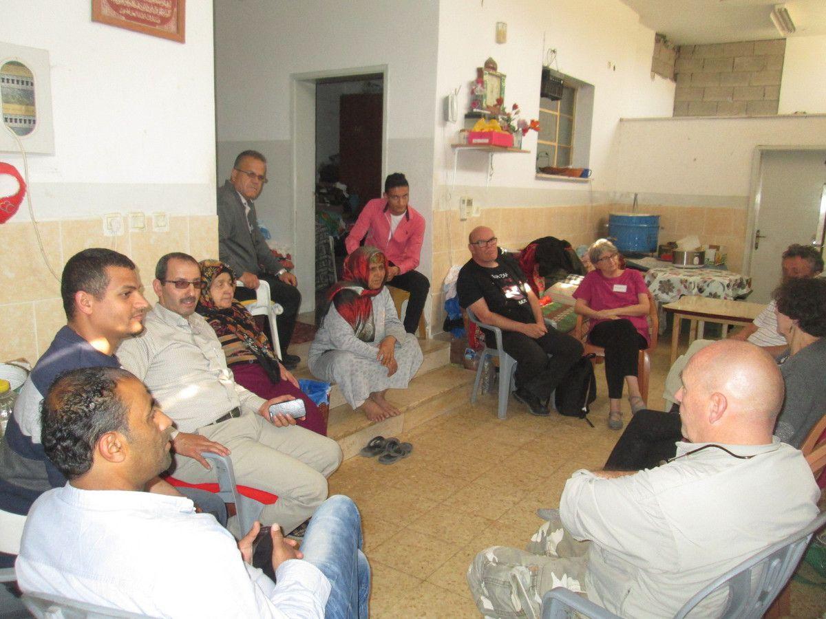 Jalazone: avec l'association d'aide à domicile pour les personnes âgées et des personnes âgées aidées pour les repas et les médicaments