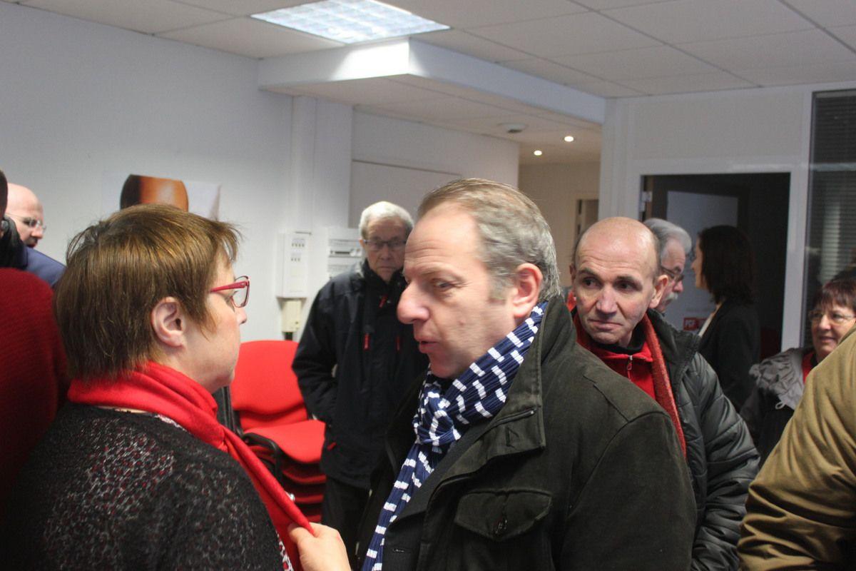 au premier plan: Claude Bellec, élu délégué au logement à Brest, et Xavier Compain, porte-parole régional du PCF et nouvel adjoint à Plouha