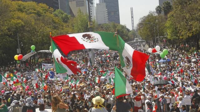 Mexique: des dizaines de milliers de manifestants face à Trump et son projet xénophobe (Ouest-France, 13 février 2017)