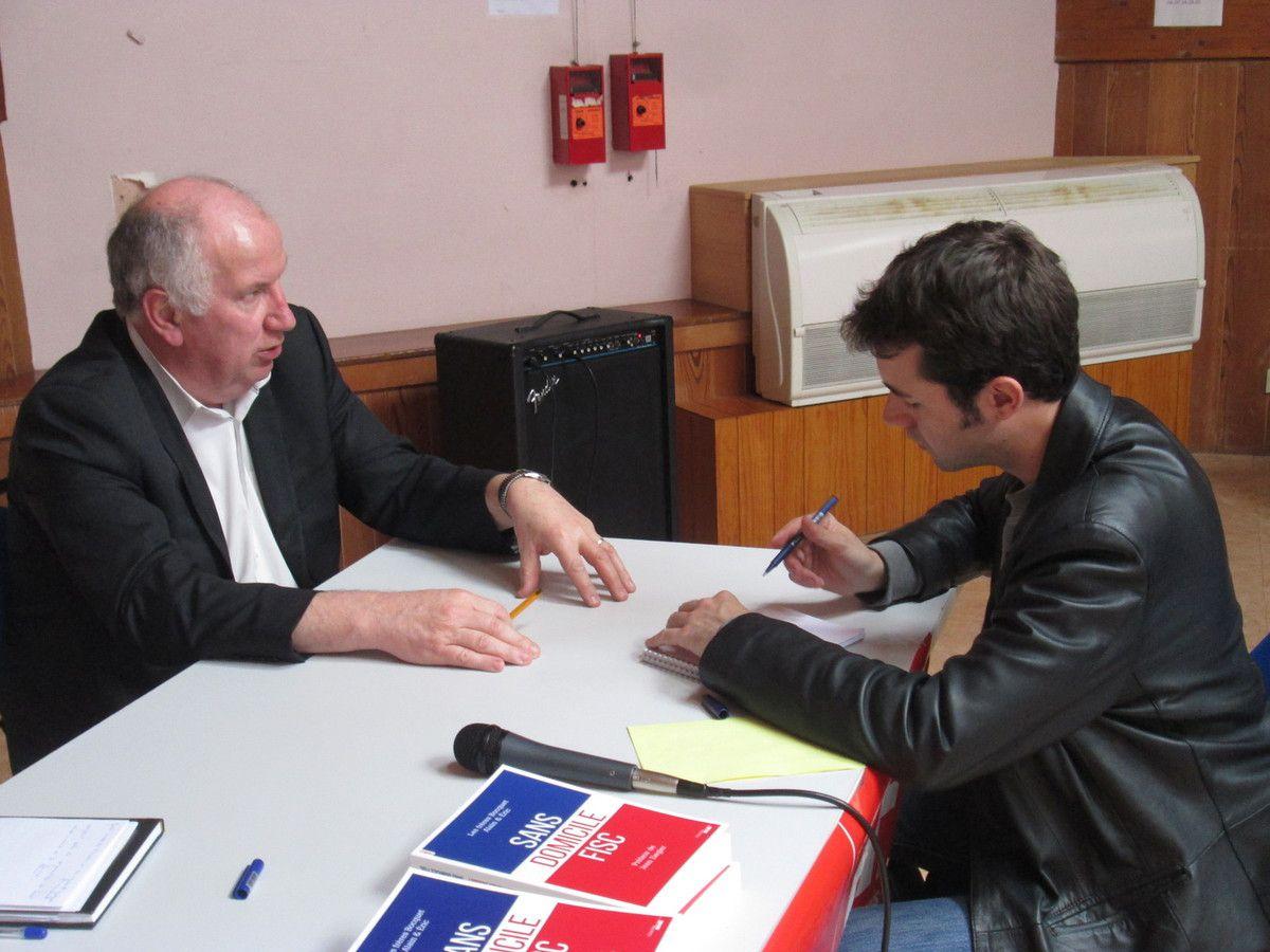 Eric Bocquet et un journaliste du Ouest-France