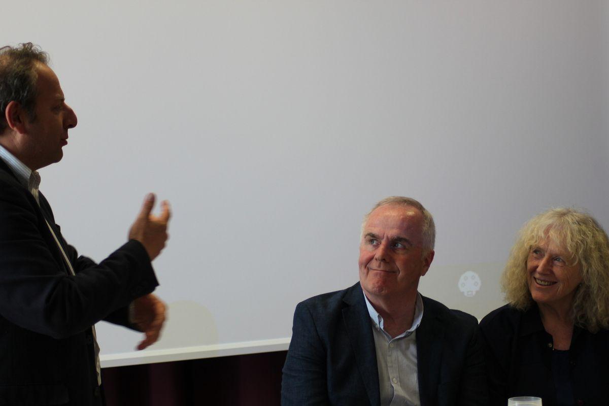 Réunion publique avec Raymond Mc Cartney du Sinn Féin, Claude Léostic de la plateforme des ONG pour la Palestine, Ismaël Dupont et Xavier Compain à Roscoff (photos Jean-Luc Le Calvez)
