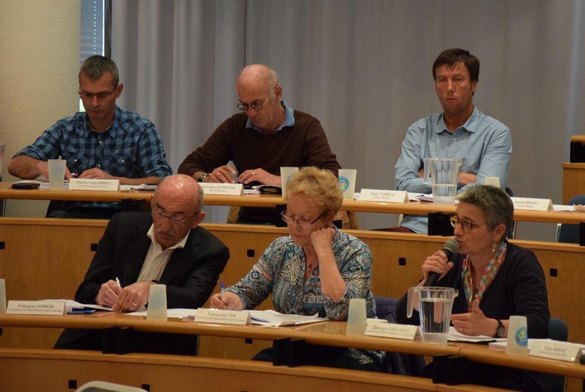 Morlaix-Communauté, 29 mai 2017: prolongation de 7 ans du contrat de DSP Transport avec Kéolis: seul Ismaël Dupont, élu communautaire PCF-Front de Gauche, vote contre (photos du Conseil Communautaire, Pierre-Yvon Boisnard)