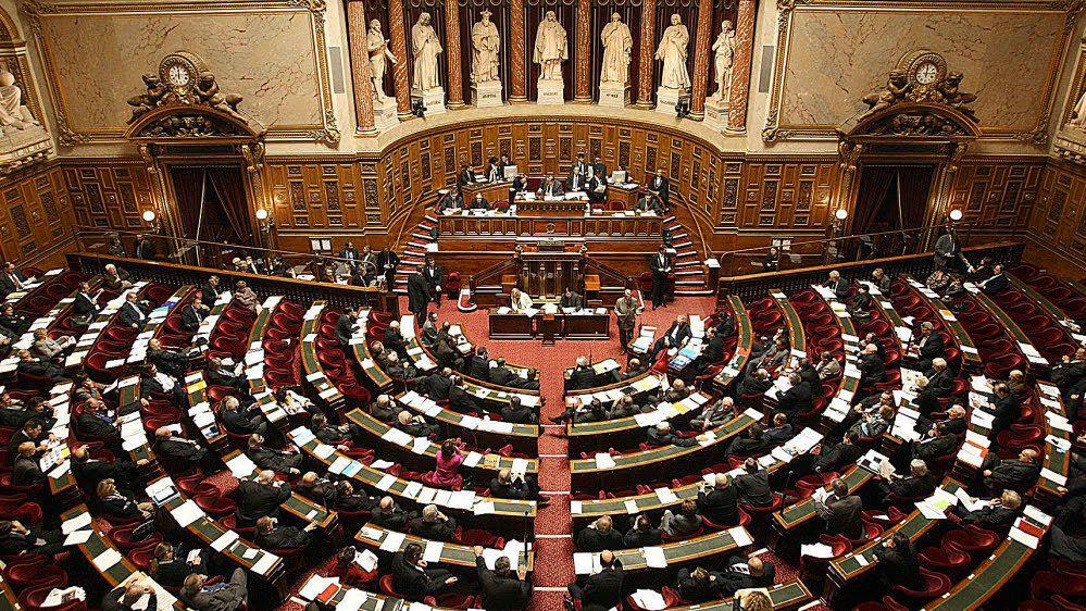 Le Sénat adopte le projet de loi antiterroriste qui doit inscrire dans la loi commune l'état d'urgence, les élus communistes ont voté contre cette atteinte aux libertés fondamentales et ce renforcement de l'appareil répressif