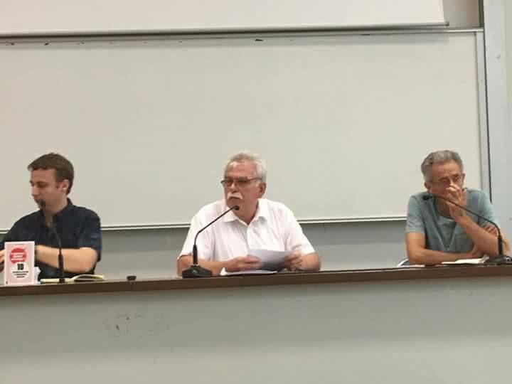 André Chassaigne au centre, a présenté son dernier livre lors d'une de ses conférences
