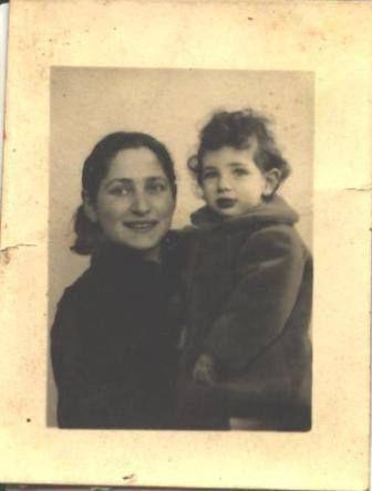 Olga Bancic et sa fille Dolorès. J'ai déjà évoqué Olga Bancic, la seule femme du groupe Manouchian des FTP-MOI. Dolorès est née en 1939. Olga la plaça dans une famille avant de s'engager dans les FTP-MOI.