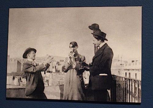 Pablo Picasso, Angel F. de Soto, et Casagemas photographiés par Manuel Pallarès à Barcelone