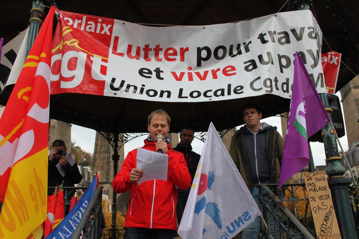 Prise de parole d'Antoine Gauchard pour la FSU (photo JL Le Calvez)