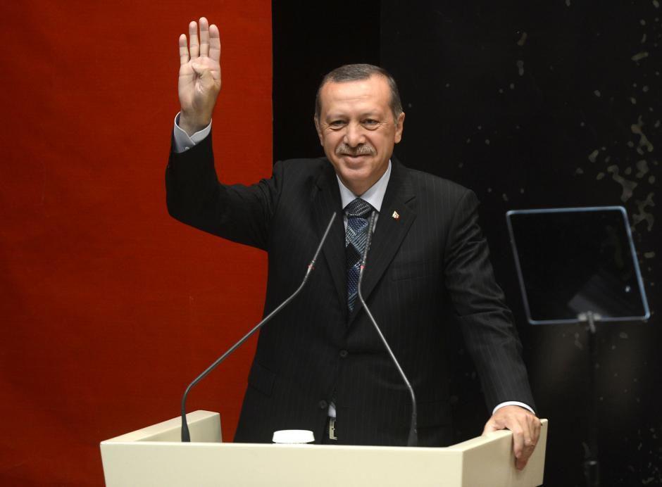 Turquie: Erdogan renoue avec un symbole de la dictature
