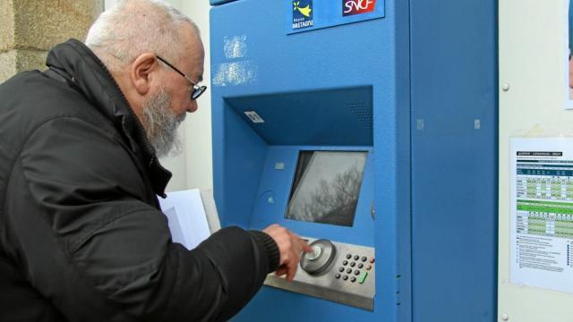 À Châteaulin, la gare rénovée manque de services (Ouest-France, 10 janvier 2018 - et Télégramme, 5 janvier)