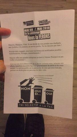 Contre la réforme du lycée et de l'université, prends la rue! - le PCF et la FIDL étaient présents ce mercredi 14 février au lycée Tristan Corbière pour distribuer un tract unitaire de décryptage des réformes de tri social de Macron (photos Jean-Luc Le Calvez)