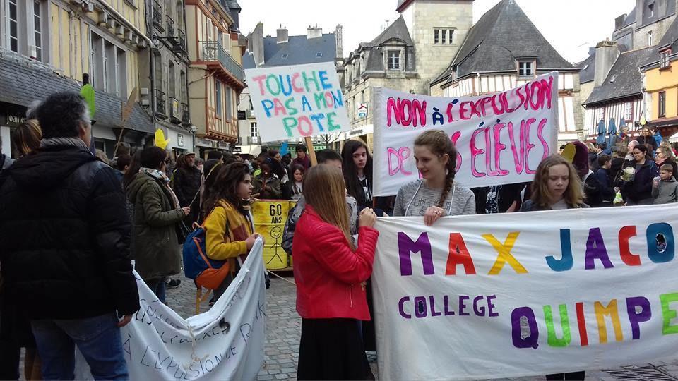 Grosse mobilisation à Quimper ce samedi 24 mars pour empêcher l'expulsion de Razmik (collège Max Jacob) et de Mohamed (lycée de Cornouaille) et des enfants migrants scolarisés