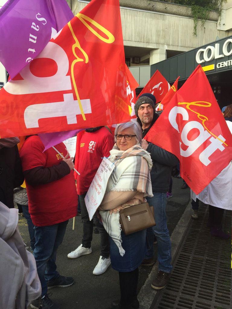 Touche pas à mon hosto: manifestation devant l'ARS à Rennes le vendredi 6 avril 2018 avec la participation du collectif de défense de l'hôpital de Morlaix (photos François Rippe et A. Guillot)