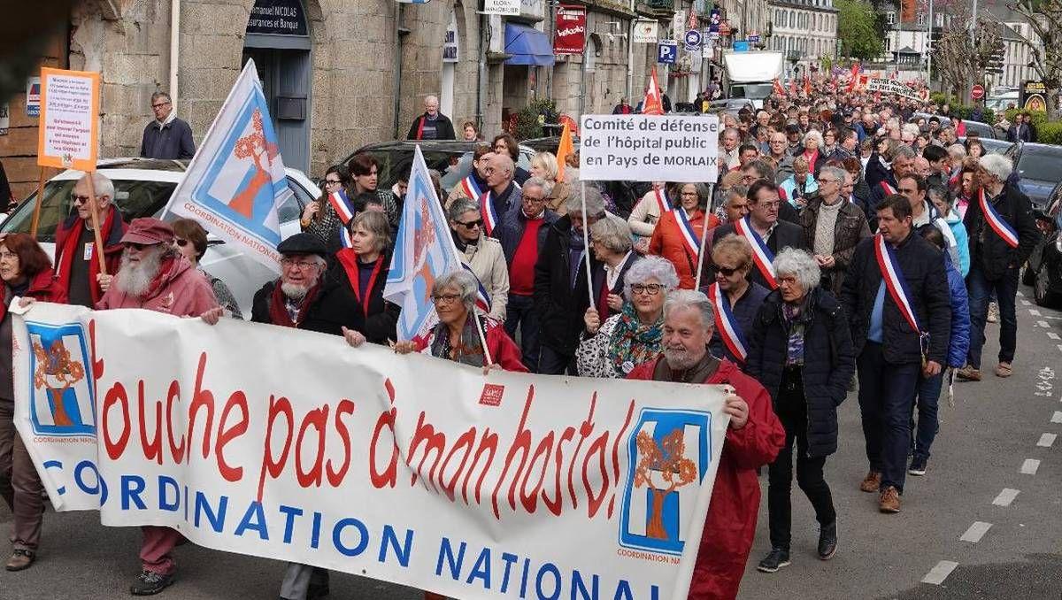photo Ouest-France 2 000 personnes ont manifesté à Morlaix pour la défense du service de cardiologie à l'hôpital. |Beatrice LE GRAND