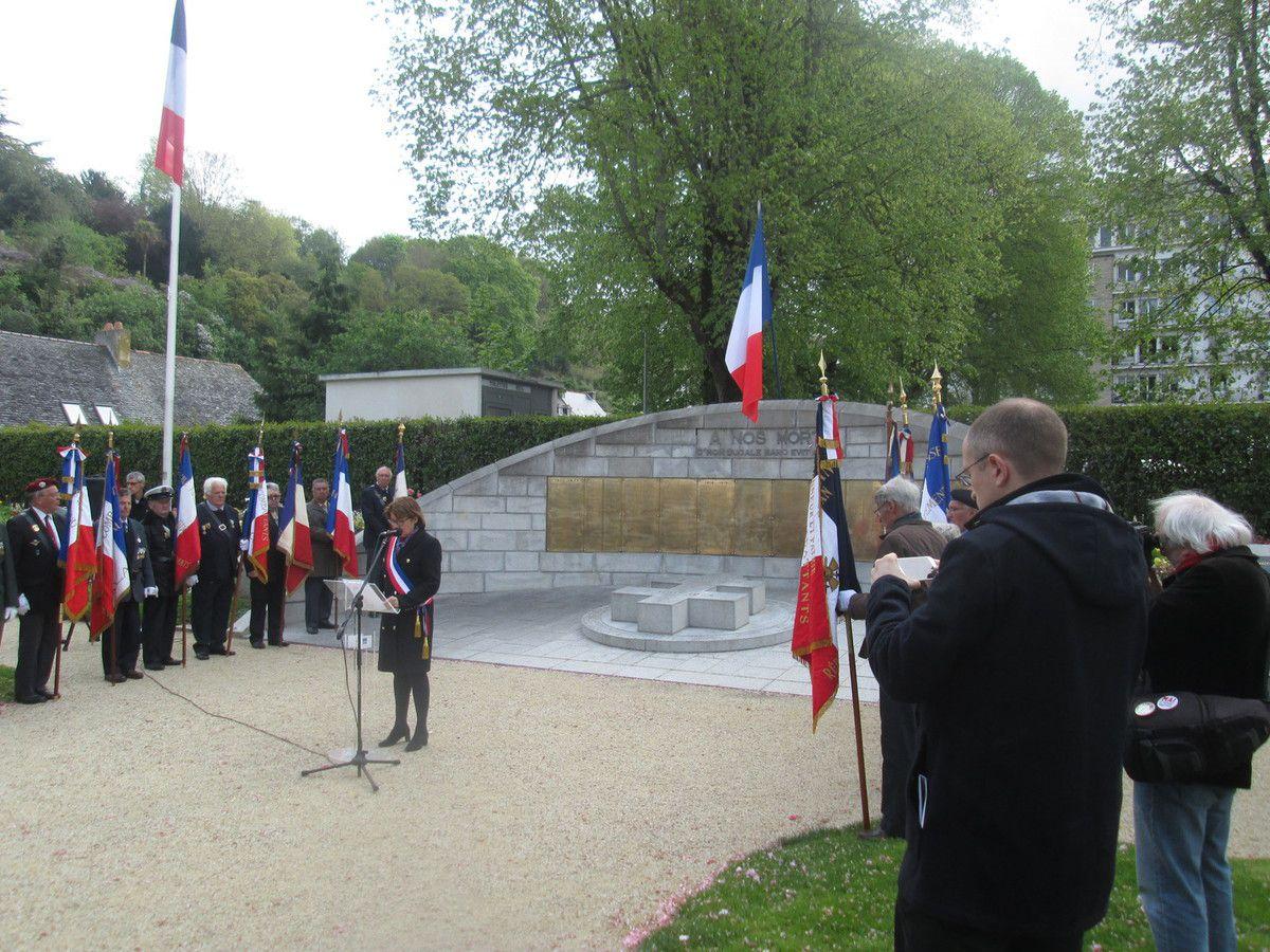 Morlaix - 29 avril 2018, journée du souvenir et d'hommage aux déportés, et présentation de la plaque en hommage à Esther Levy et David Sellinger, sur la mairie de Morlaix