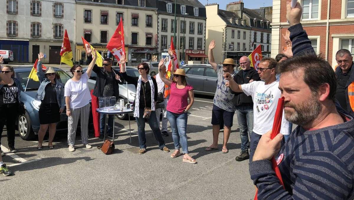 Ils étaient 40 cheminots grévistes à voter la poursuite du mouvement, ce vendredi 18, à Quimper. | Ouest-France