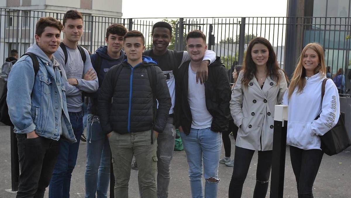 En terminale du bac STMG (Sciences et technologies du management et de la gestion) et ST2S (Sciences et technologies de la santé et du social), ces élèves de Tristan-Corbière témoignent de leur expérience de Parcoursup.   Ouest-France