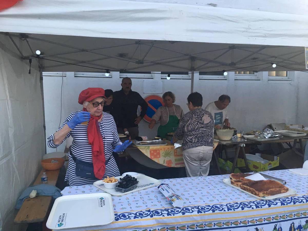 Fête du Travailleur Bigouden à Loctudy le 17 août 2018: un beau succès populaire pour cette fête organisée par le PCF Pays Bigouden, avec la venue d'Olivier Dartigolles, porte-parole national du PCF