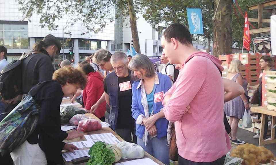 Photo Elie Joussellin, vente solidaire de fruits et légumes à Paris par le PCF et le Modef, 22 août 2018
