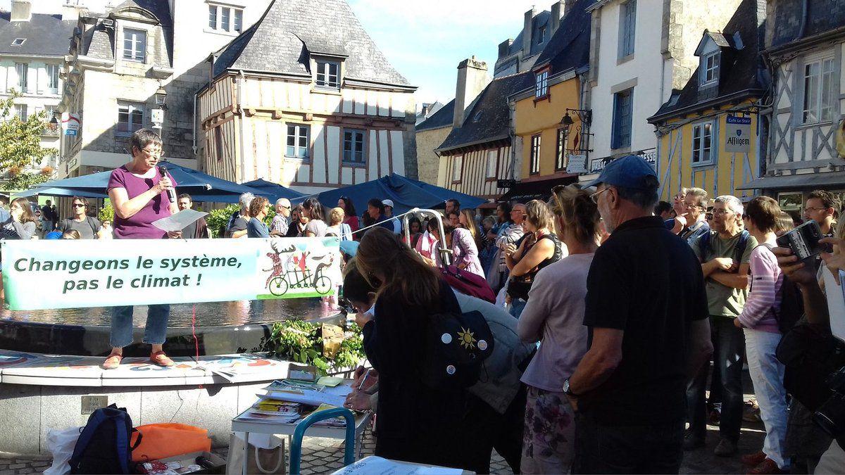 400 personnes à la Marche pour le Climat de Quimper le 8 septembre - intervention d'Yvonne Rainero pour le PCF