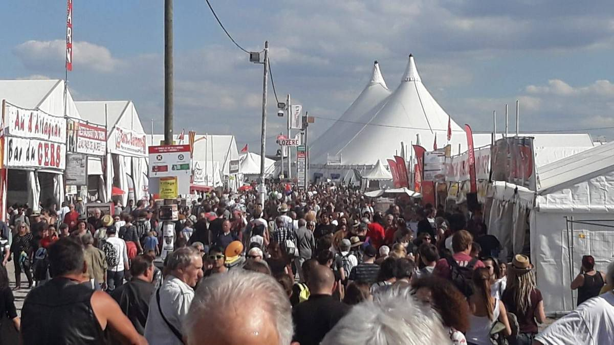 A la fête de l'Huma sur le stand du PCF Finistère, que de fraternité et de plaisir partagé!