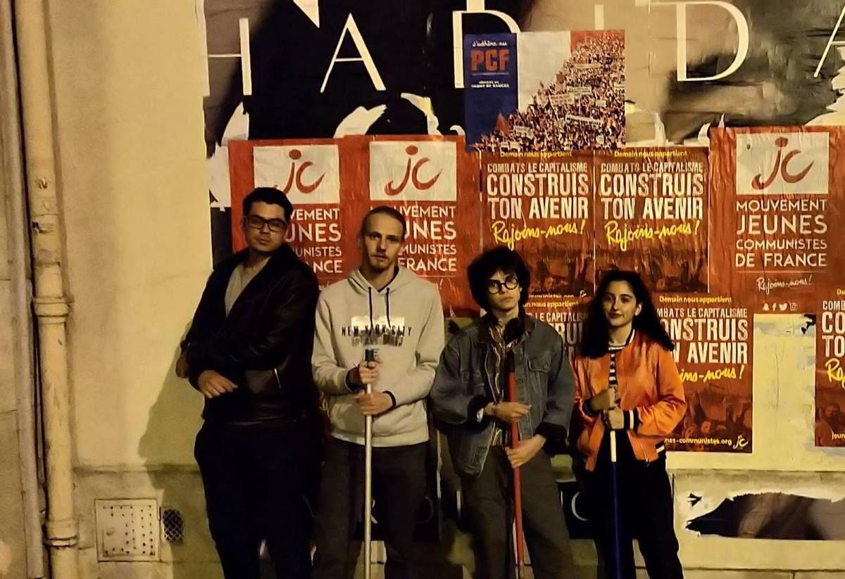 Les Jeunes Communistes du Nord Ouest de Paris collent les murs de la capitale pour construire notre avenir !