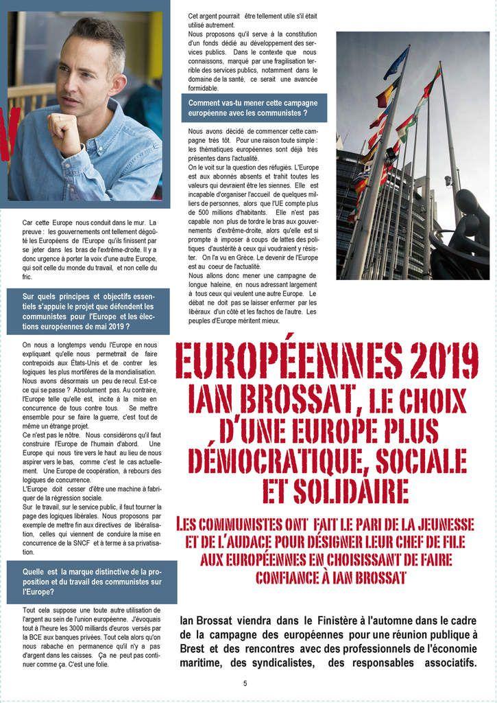 Les communistes morlaisiens sur le marché pour distribuer Rouge Finistère, le journal de la fédération du Finistère du Parti Communiste (photos Pierre-Yvon Boisnard)