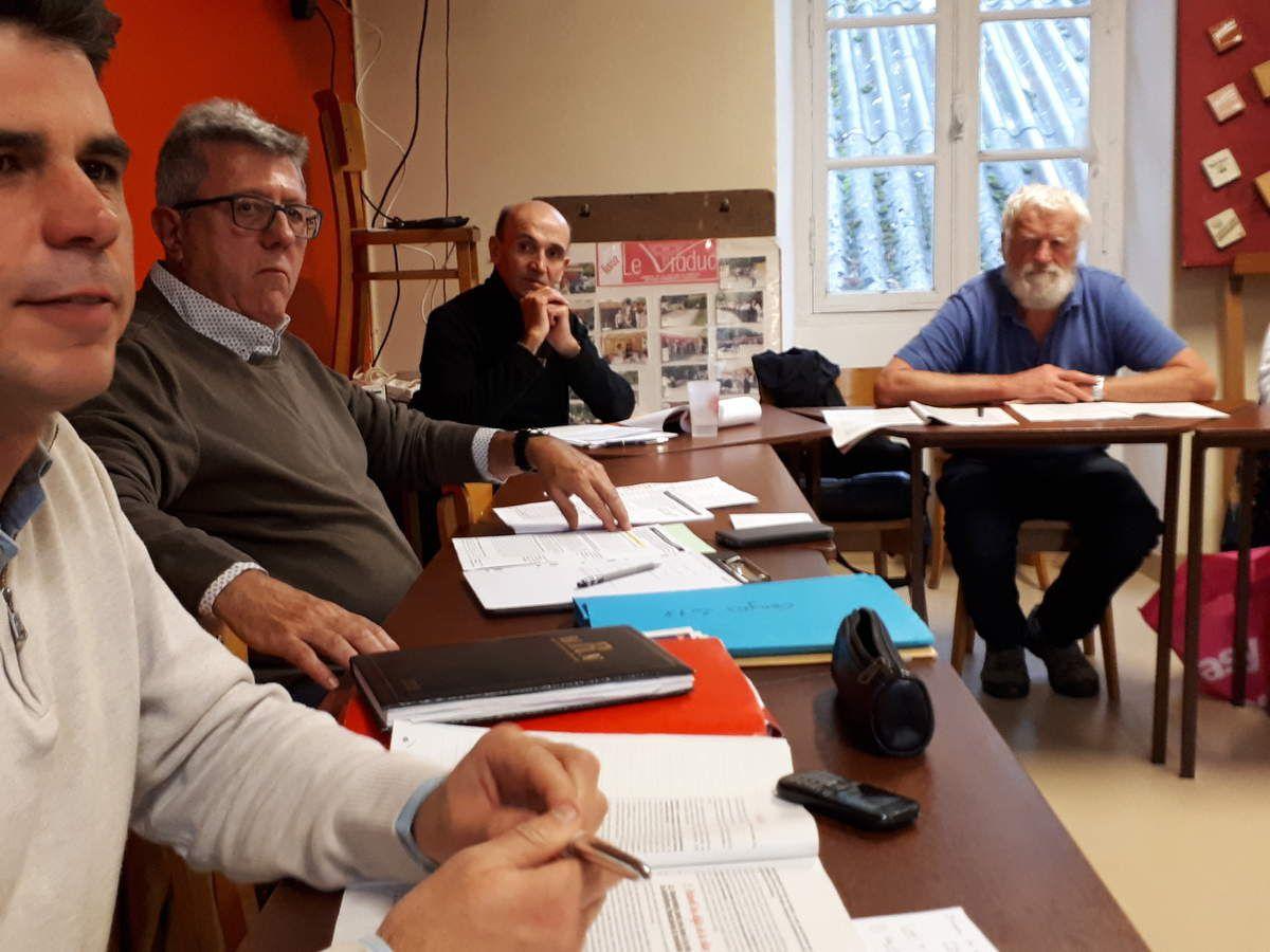"""Congrès d'Ivry du 23 au 25 novembre - AG du PCF pays de Morlaix de discussion sur la base commune """"Pour un manifeste du parti communiste du XXIe siècle"""" (photos Jean-Luc Le Calvez)"""