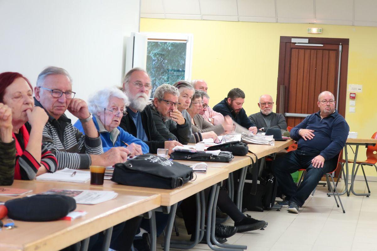 Samedi 8 décembre - Assemblée générale du PCF Finistère à Logonna Quimerc'h en présence de Vincent Boulet, animateur du réseau Europe du PCF(photos Ismaël Dupont)
