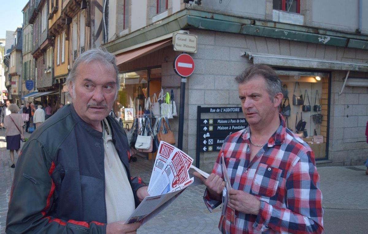 Distribution de tracts au marché de Morlaix le 21 avril 2018