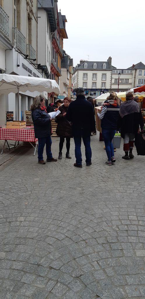 PCF Morlaix : militants sur le marché de Morlaix du samedi 16 Février 2019