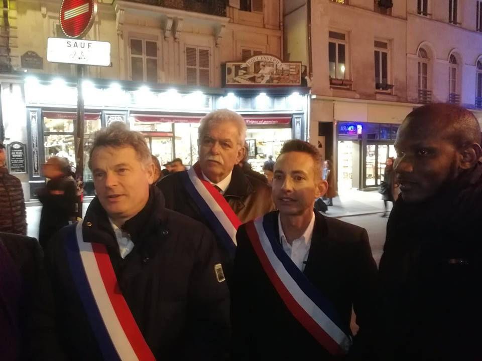 Tous unis contre l'antisémitisme. Lassana Bathily, héros franco-malien de l'Hyper Cacher en 2015, avec Fabien Roussel, André Chassaigne et Ian Brossat, hier place de la République à Paris