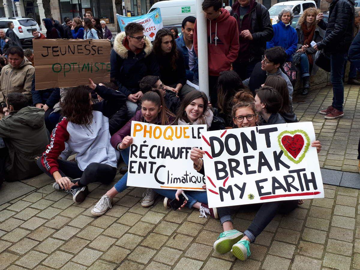 Manifestation des jeunes pour le climat à Morlaix ce vendredi 15 mars: une belle mobilisation! (Photos Jean-Luc Le Calvez)
