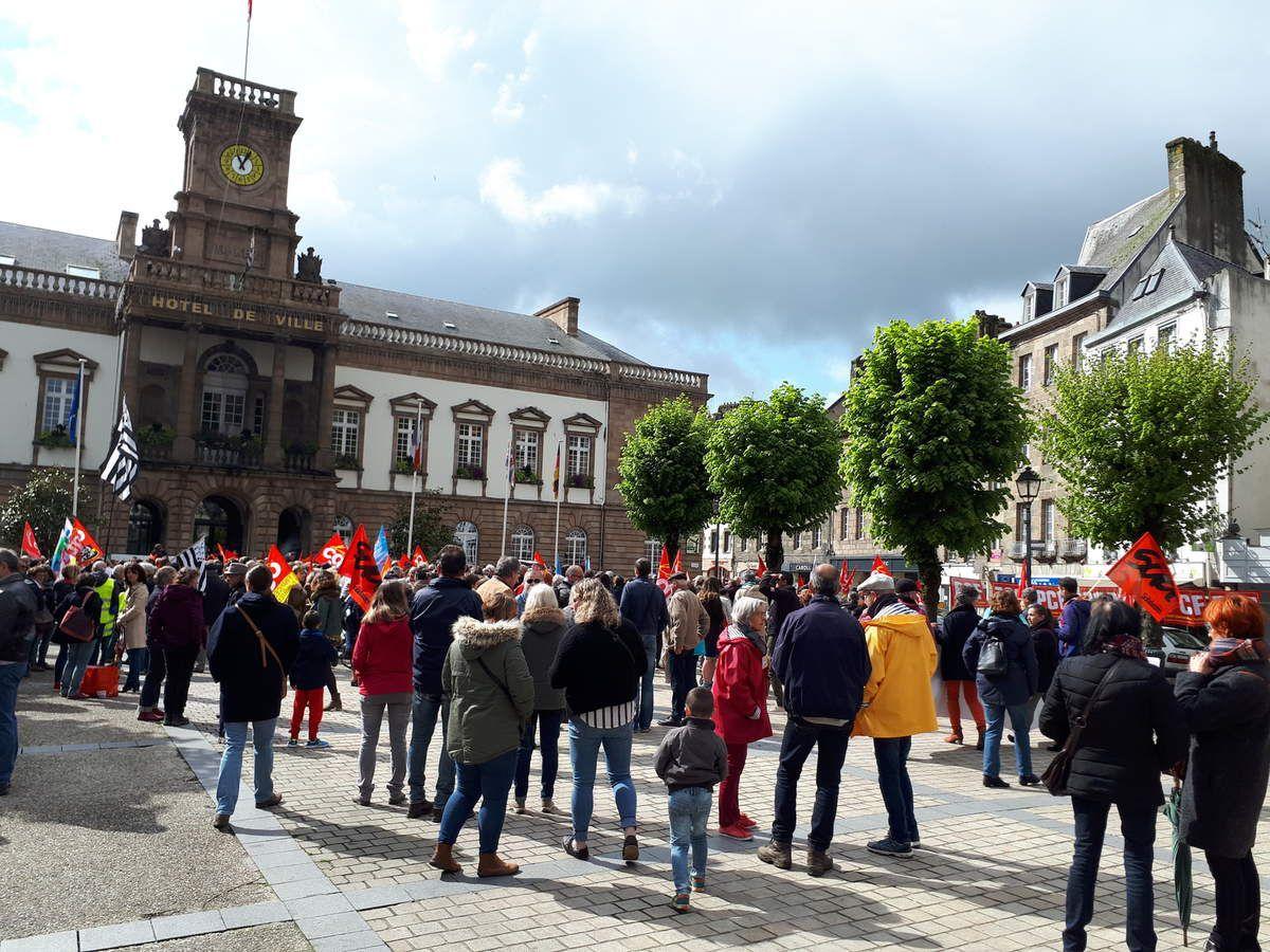 Manif pour la fonction publique à Morlaix ce jeudi 9 mai: 500 personnes ont manifesté - Photos Jean-Luc Le Calvez