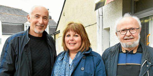 Christelle Dumont est soutenue par Christian Peltais, élu alréen, et Michel le Scouarnec, ancien sénateur. (Photo Véronique Le Bagousse, Le Télégramme)