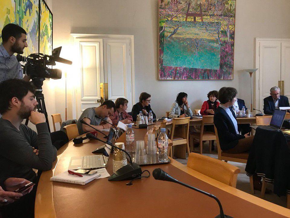Hôpitaux :  Il faut que l'État décrète l'état d'urgence  réclament les sénateurs communistes - mercredi 29 mai, Guillaume Jacquot (Public Sénat)