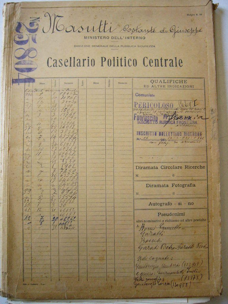 Les dossiers de la police italienne sur Constante Masutti: des centaines de pages, de documents volés ou recopiés dans les correspondances privées, d'indications données par des informateurs et délateurs