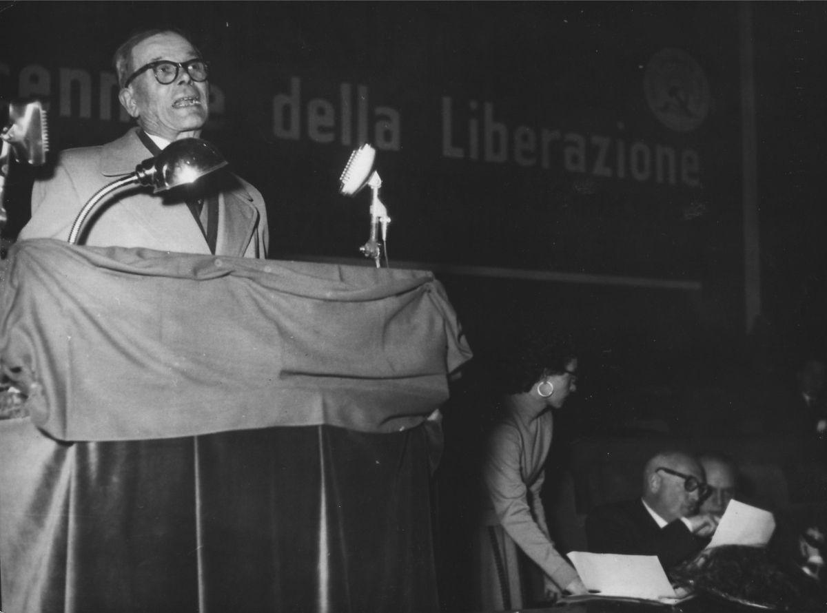 Costante Masutti à une réunion du PSI en 1955