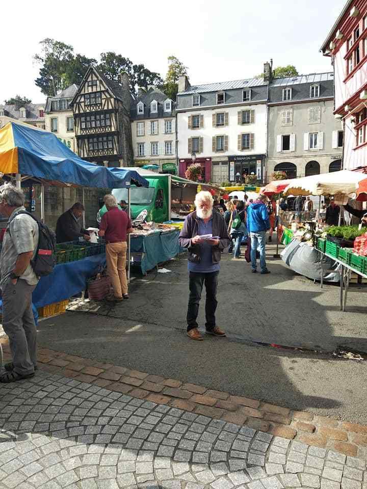 21 septembre - Les militants communistes sur le marché de Morlaix pour appeler à participer à la marche pour le climat
