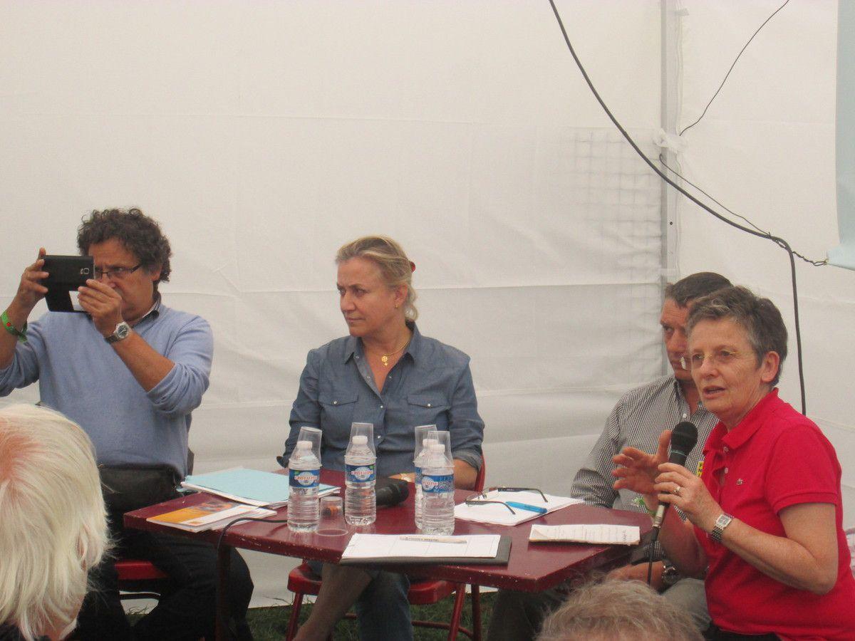 Irène Frachon au débat de la fête de l'Huma Paris le 11 septembre 2016 sur l'espace PCF Bretagne sur le médicament avec Christiane Caro, Fabien Cohen