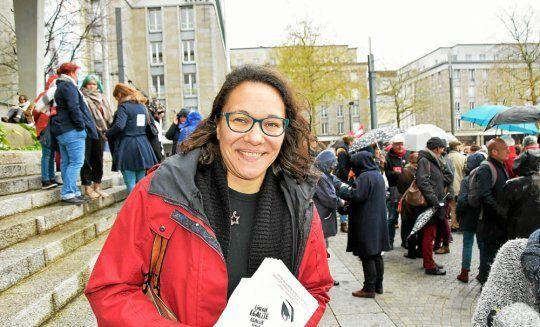 Julia Pordié, de la commission féministe du PCF, est à l'origine du rassemblement auquel de nombreuses organisations ont répondu. (Le Télégramme / Catherine Le Guen)