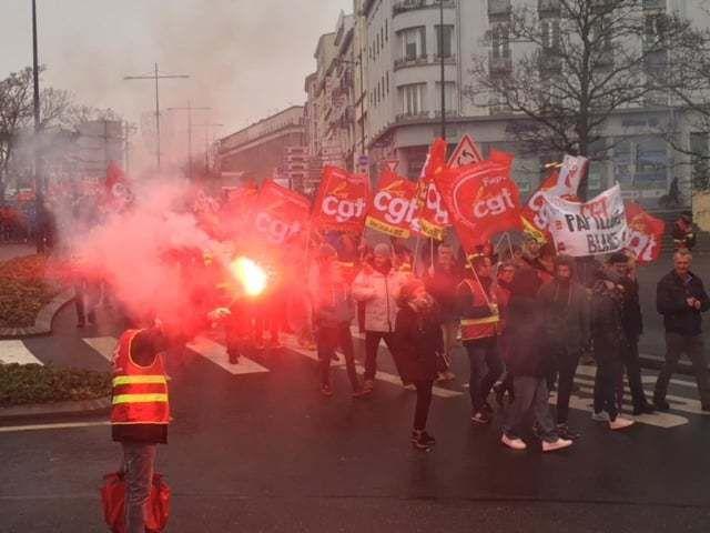 Photo CGT - 10 décembre: Anne-Véronique Roudaut. 14 000 personnes à manifester dans les rues du Finistère - ici c'est Brest