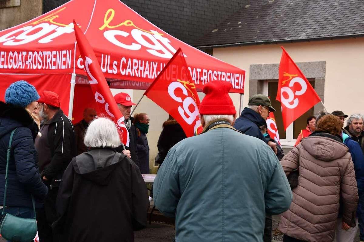 150 personnes mobilisés ce samedi 28 décembre contre la réforme des retraites à Carhaix - Photos UL CGT Carhaix