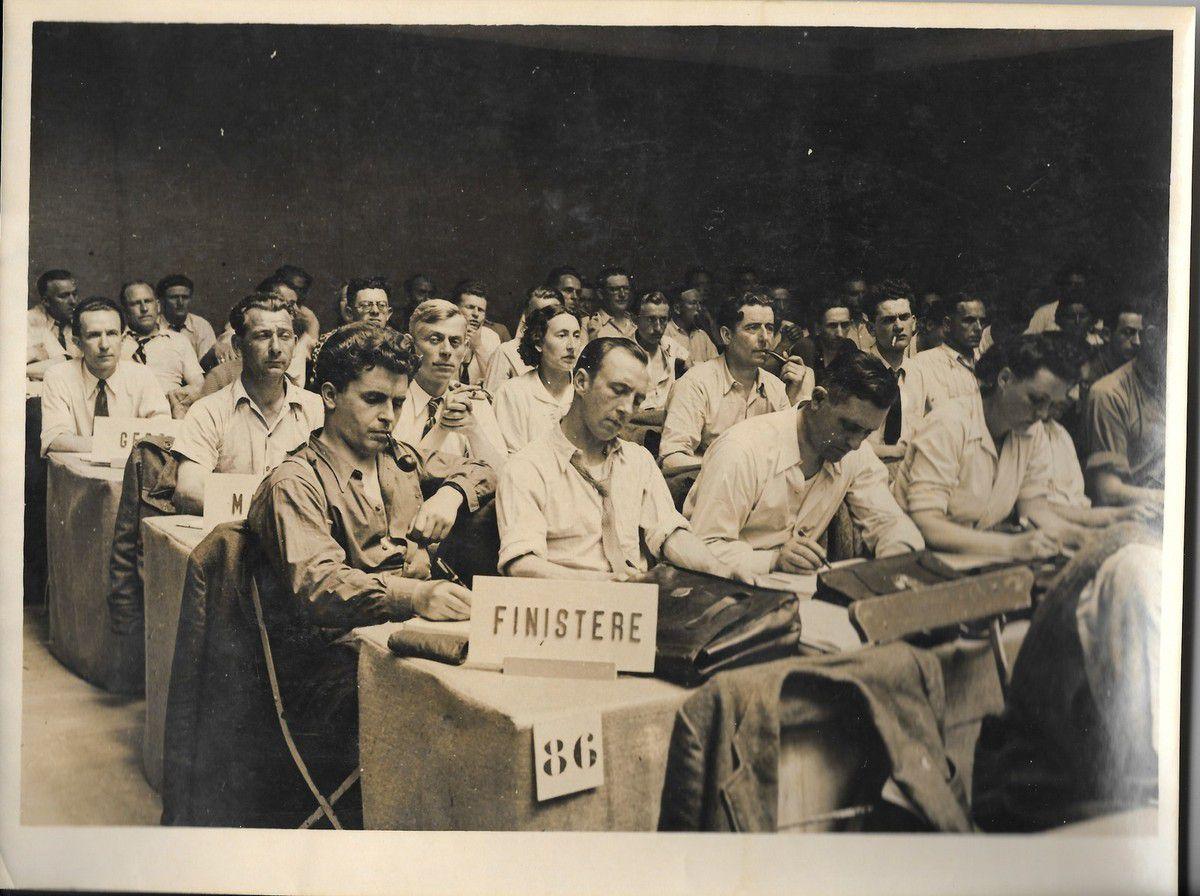 Congrès du PCF à Strasbourg en 1947 - Daniel Trellu, le premier à gauche: à ces côtés, Gabriel Paul, Pierre Le Rose, Marie Lambert (archives Pierre Le Rose)