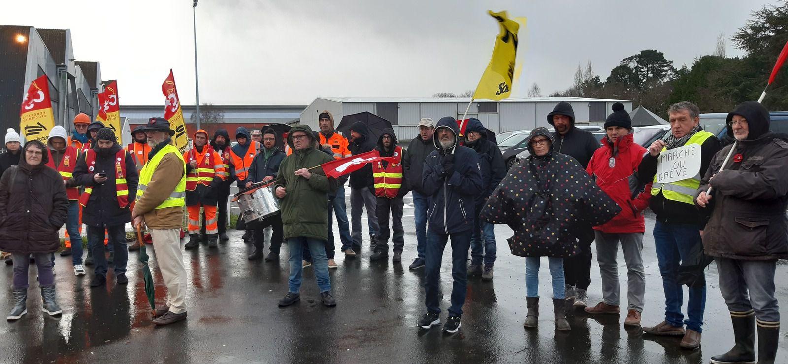 Mobilisation pour défendre nos retraites - Action du mardi 14 janvier à Morlaix à Langolvas - Photos de Jean-Luc Le Calvez