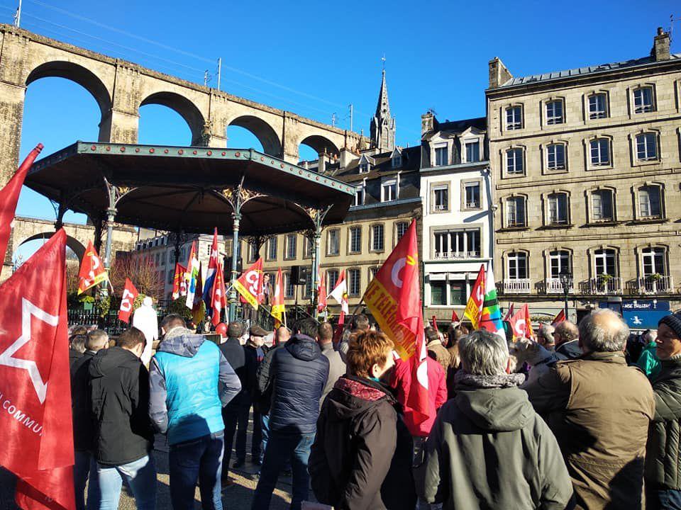 6 février 2020 - 400 manifestants à Morlaix  toujours aussi déterminés et mobilisés contre la réforme des retraites Macron!