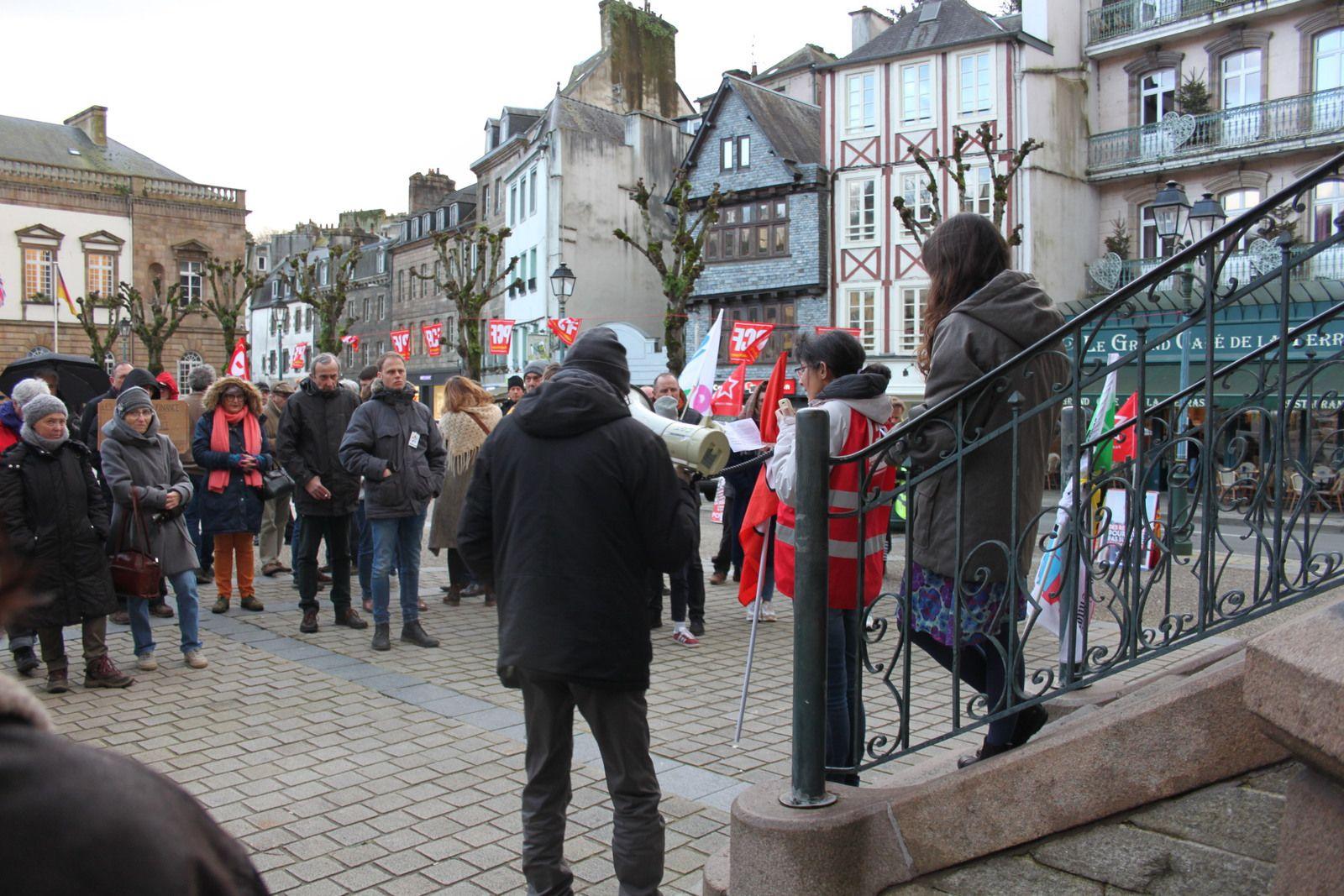 Rassemblement contre la réforme des retraites et le 49-3 à Morlaix, au kiosque - jeudi 5 mars, photos Jean-Luc Le Calvez