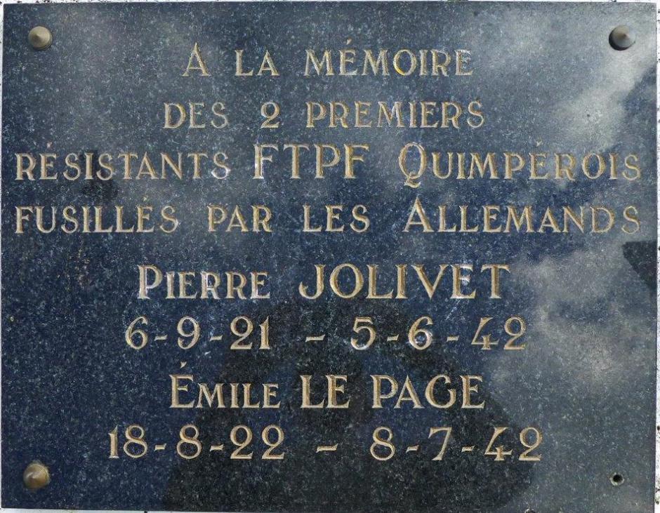 stèle dédiée à Pierre Jolivet et Émile Le Page, place Blaise-Pascal à Quimper (à la Tourelle, en haut de la rue Pen Ar Stang). Cette stèle avait été dressée à la demande du PCF et nous avions aussi obtenu en 1985 que 2 rues contigües dans le quartier de Créach Gwen où est la direction départementale de La Poste portent les noms de nos deux camarades. L'inauguration de la stèle eut lieu en novembre 1990 avec Gaston Plissonnier et Daniel Trellu.
